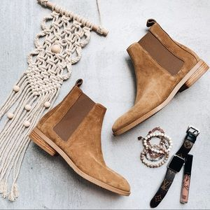 EVERLANE • Modern Chelsea Suede Ankle Boots